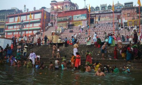 Zdjęcie INDIE / Uttar Pradesh / Waranasi / Kąpiel