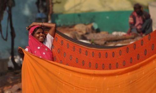 INDIE / Orchha / nad rzeką Betwa / suszymy