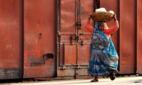 Zdjecie INDIE / - / Varanasi / Na dworcu