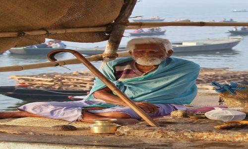 Zdjecie INDIE / - / Varanasi / Nad Gangesem