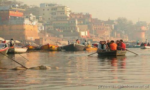 Zdjecie INDIE / brak / Varanasi / Zwłoki pływające w Gangesie
