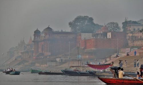 Zdjecie INDIE / - / Varanasi / Poranne mgły nad Gangesem
