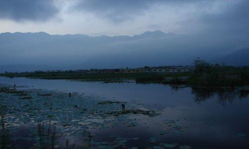 Zdjęcie INDIE / Kashmir - Srinagar / Jezioro Dal , Sikkara / wschód na jeziorze