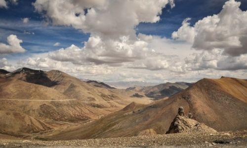 INDIE / Ladakh / W drodze na (indyjski) dach świata- Leh. widoki z przełęczy (5328m). Droga z Keylong do Le / przełęcz Tanglang La