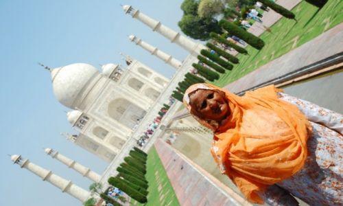 INDIE /  Uttar Pradesh / Agra / Modelka na tle Taj'a