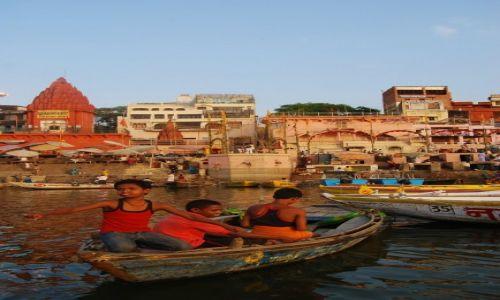 Zdjecie INDIE / Uttar Pradesh / Varanasi / Ch�opcy