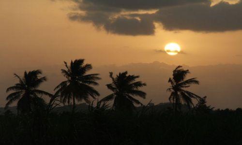 INDIE / Karnataka / Hampi / Pocztówka- zachód słońca nad Hampi