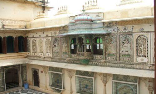 INDIE / Radjastan / Udajpur / Pawi dziedziniec- Udajpur