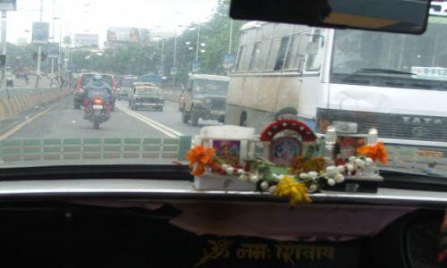 INDIE / Mumbaj / Mumbaj / Czcijmy Mahalakshmi- taksówka w Mumbaju