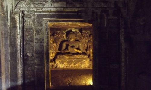 Zdjęcie INDIE / - / Elora / W jaskini