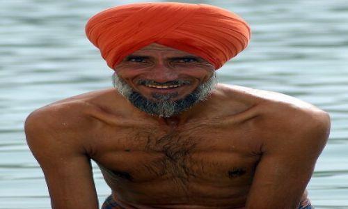 Zdjecie INDIE / brak / Amritsar / Kolory Indii - rytualna kąpiel