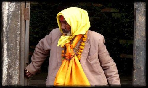 Zdjecie INDIE / - / Indie / Pan wychodzący z świątyni