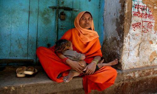 Zdjecie INDIE / Uttar Pradesh / Benares / Kobieta z Benar