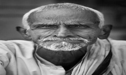 Zdjecie INDIE / - / Waranasi / Portret