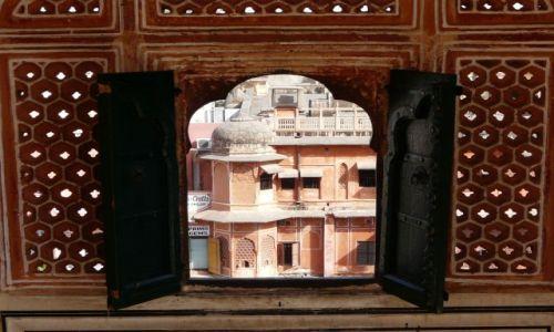 Zdjecie INDIE / Rajasthan / Jaipur / okno na Jaipur
