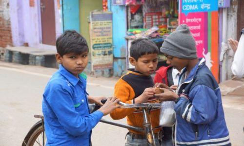 Zdjecie INDIE / - / Agra / Dzieci ulicy.