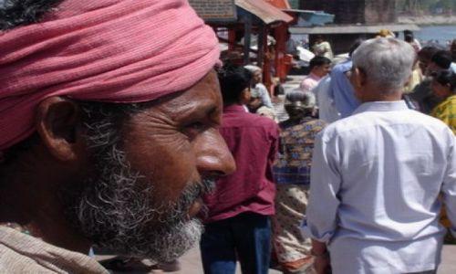 Zdjęcie INDIE / Uttar Pradesh i Uttaranchal / Haridwar / twarz pośród twarzy