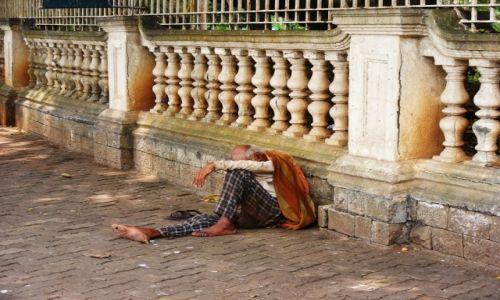 Zdjecie INDIE / Mumbai / ulica / szczęśliwy człowiek