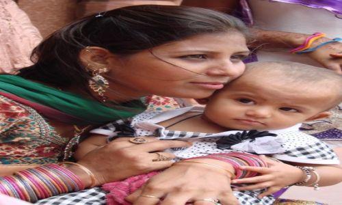 Zdjęcie INDIE / okolice Delhi / Agra / Miłość matki