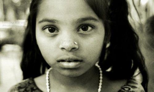 Zdjecie INDIE / - / Bombay / dziewczynka z Bombayu