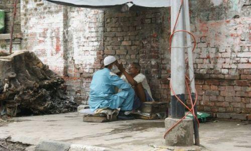 Zdjecie INDIE / - / Kolkata / Golibroda