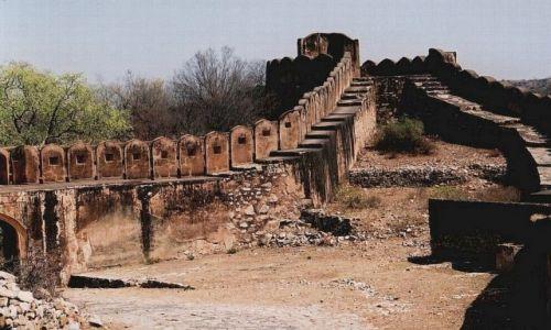Zdjęcie INDIE / Radżastan / okolice Jaipuru / Fort Dżajgarh