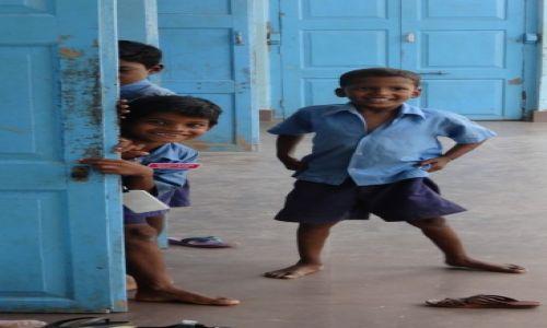 Zdjecie INDIE / Orisa / Puri / Dzieci w Indiach - wioska trędowatych