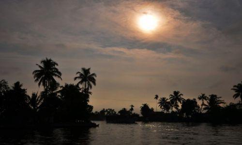 Zdjecie INDIE / Kerala / Kerala backwaters -Alappuzha / Przed zachodem słońca
