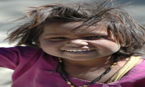 INDIE / Ladakh / nieznane / Wesoła dziewczynka
