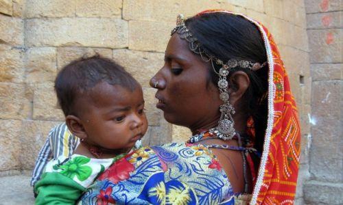 Zdjecie INDIE / Rajastan / Jaisalmer / Matczyna duma