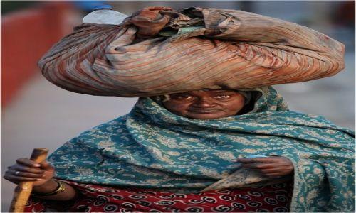 Zdjęcie INDIE / Agra / Ulica / Wszystko na mojej głowie