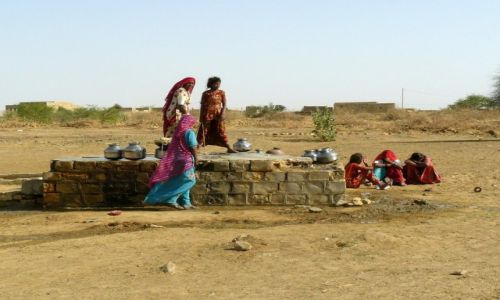 Zdjęcie INDIE / Rajasthan / Pustynia Thar / Studnia życia