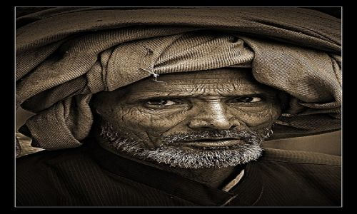 Zdjęcie INDIE / Delhi / Ulica / Starzec w turbanie