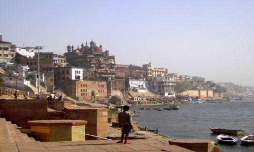 Zdjecie INDIE / Uttar Pradesh / Waranasi / Wzdłuż Gangesu