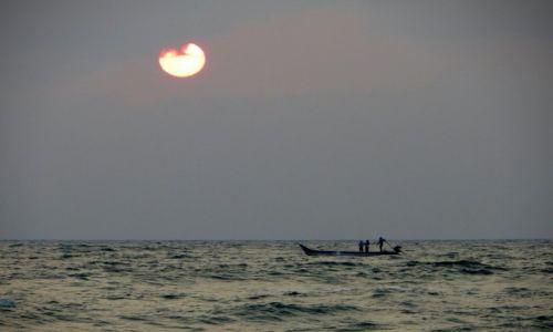 Zdjecie INDIE / Tamilnadu / Mahabalipuram /  wschód słońca
