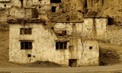 Zdjecie INDIE / Jammu i Kashmir / Ladakh, Lamayuru / Okno na świat