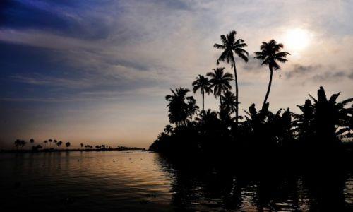 INDIE / Kerala / Alappuzha / Pod słońce
