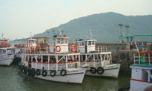 Zdjęcie INDIE / Bombaj / Wyspa słoni / Stare Łajby dla turystów