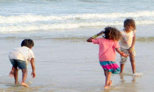 Zdjęcie INDIE / ... / na plaży / bawiące się