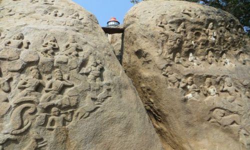 Zdjecie INDIE / Tamilnadu / Mamallapuram / nowa latarnia między reliefami