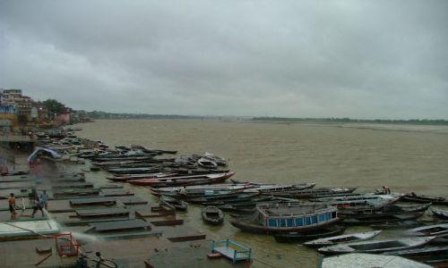 Zdjecie INDIE / brak / Varanasi / łodzie na Gangesie