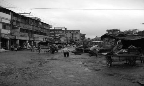 Zdjecie INDIE / brak / Varanasi / ulica po deszczu