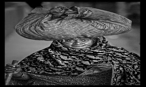 Zdjecie INDIE / Agra / Agra / Dama z tobołkiem