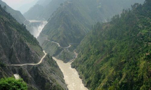Zdjecie INDIE / Jammu / Z trasy Srinagar - Jammu / Serpentyny