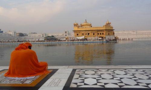 Zdj�cie INDIE / - / Amritsar - przed Z�ot� �wiatyni� / Modlitwa