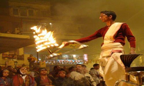 Zdj�cie INDIE / Uttar Pradesh / Varanasi / Ku czci Matki Gangi