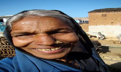 Zdj�cie INDIE / Madhya Pradesh / gdzie� po drodze do Orchhy / U�miech