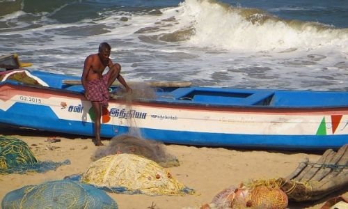 Zdjecie INDIE / Tamil Nadu / Mahabalipuram / rybak