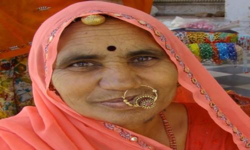 INDIE / Madhya Pradesh / Orchha / Kolczyk...