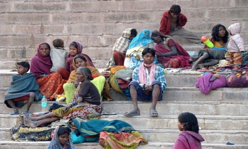 INDIE / Uttar Pradesh / Varanasi / Kolorowa bieda